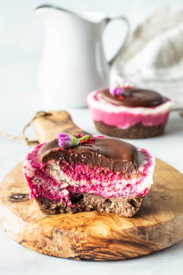 Beet crystals Mini vegan cheesecake