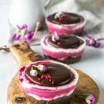 Beet crystals Mini vegan cheesecake