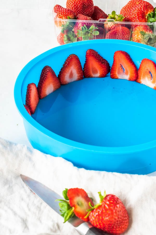 strawberry silicone pan white chocolate mousse