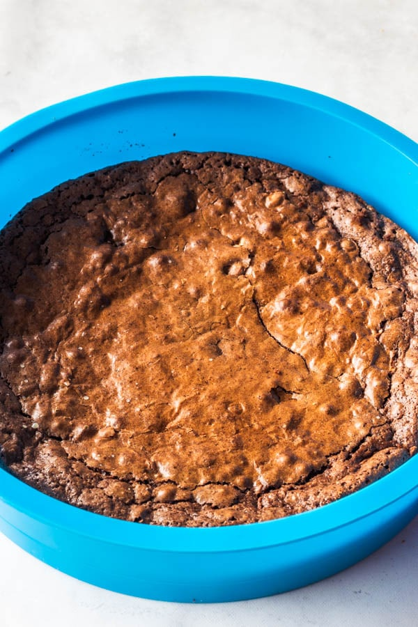 brownie in silicone pan for mousse cake
