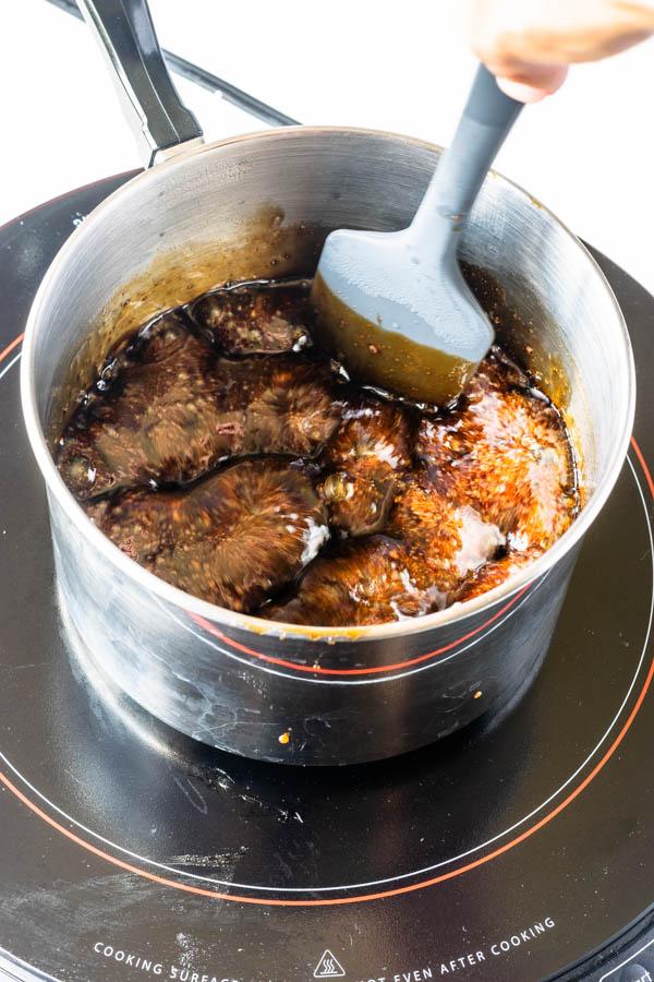 simmering balsamic vinegar and brown sugar