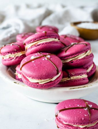balsamic caramel strawberry macarons