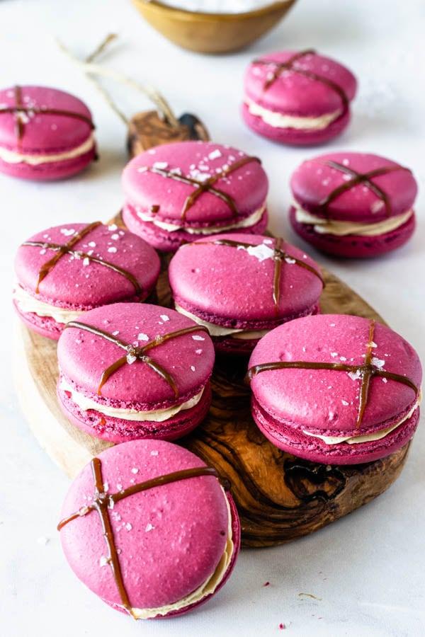 balsamic caramel and strawberry macarons