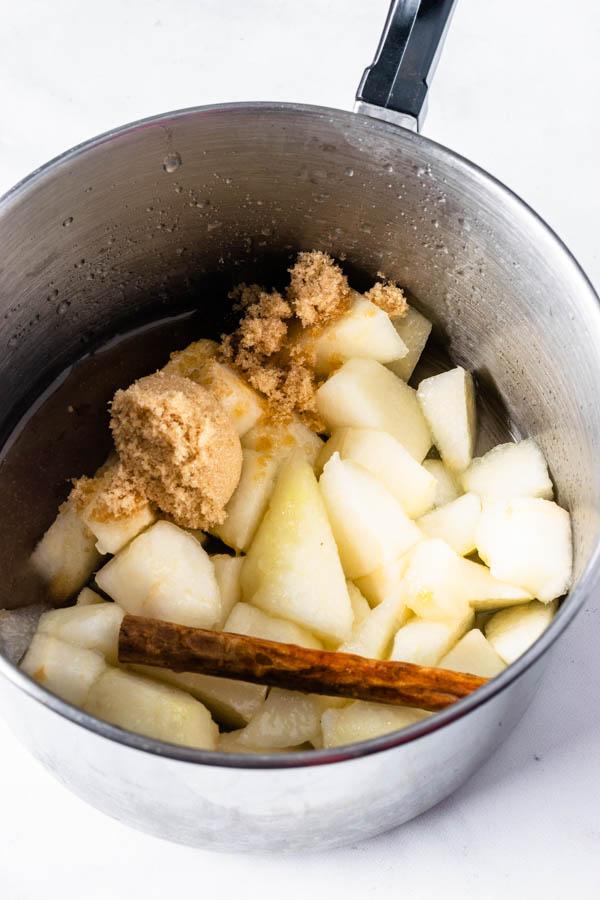 ingredients to make pear jam