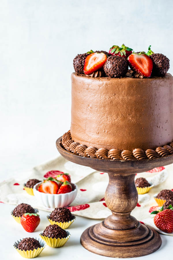 Strawberry Nutella Cake topped with fresh strawberries and nutella fudge