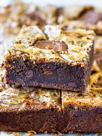 Biscoff Brownies slice topped with biscoff swirl and biscoff cookies