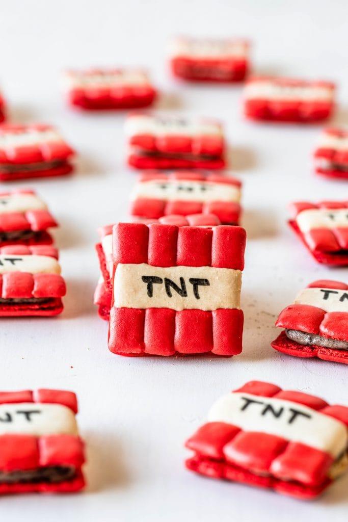 TNT macarons